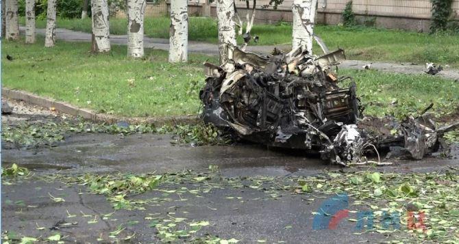 По следам взрывов в Луганске