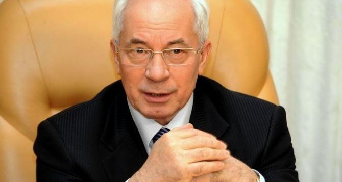 Азаров спрогнозировал скорую смену власти в Украине