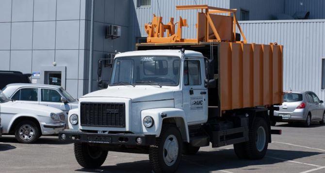 Коммунальщики Луганска получили 5 единиц автотранспорта
