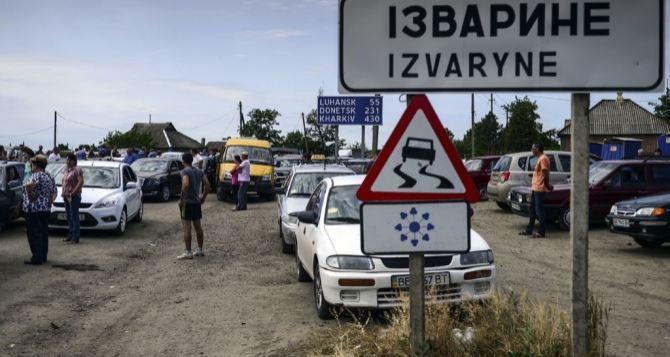 На выезд из ЛНР по-прежнему большие очереди. Ситуация на пункте пропуска Изварино