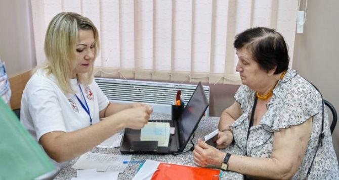 В Харькове переселенцам выдают ваучеры на продукты