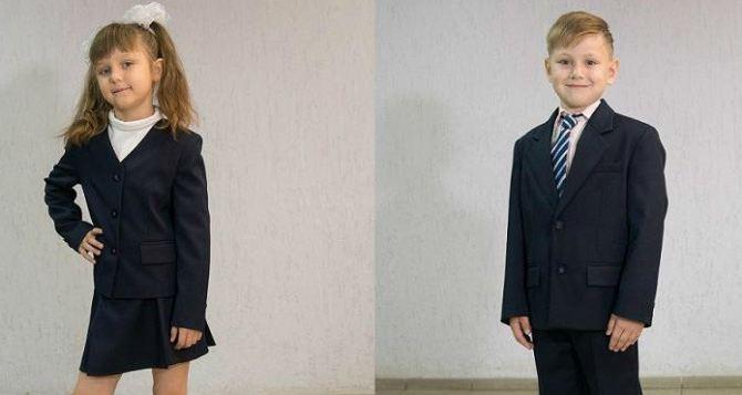 В начале августа первоклассникам Луганска начнут выдавать школьную форму