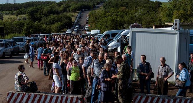 Захарченко поручил устранить продажу мест в очередях на КПП