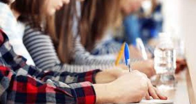Стало известно, сколько выпускников снеподконтрольного Донбасса подали заявления вукраинские университеты