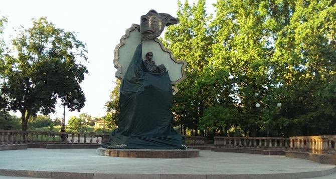 В Луганске произошел взрыв возле памятника «Они отстояли Родину»