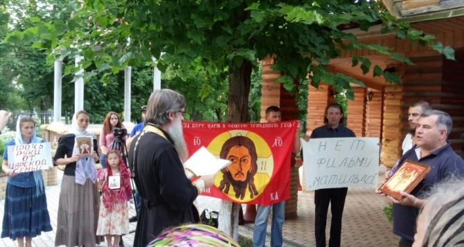 Поклонская инициировала молитвенное стояние против «Матильды» инепришла