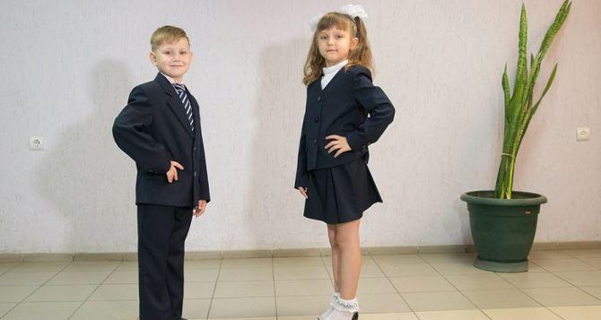В ЛНР до 10августа завершат пошив формы для первоклассников