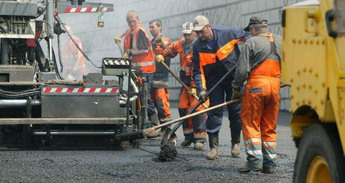 В Луганске за неделю отремонтировали 2,5 тыс. квадратных метров дорог
