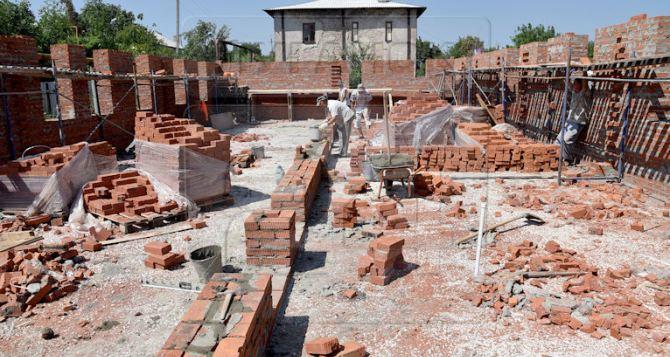 В Первомайске восстановили 90 домов, поврежденных обстрелами (фото)
