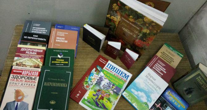 Библиотека имени Горького получила более 9 тысяч новых книг из России