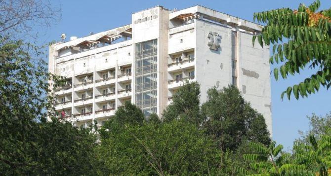 Военные заняли санаторий в центре Мариуполя