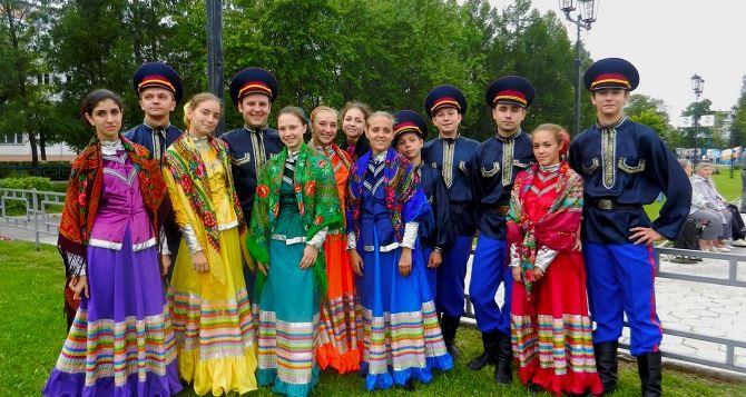 Ансамбль из Алчевска выступил на международном фестивале в Костроме