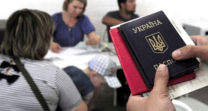 Переселенцам из Донбасса стали чаще отказывать в выплатах из-за нового постановления Кабмина. Советы юристов.