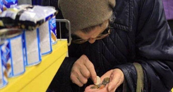 Переселенцам из Донбасса начали массово отказывать в выплате пенсий