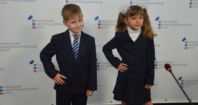 Что говорят родители первоклассников о школьной форме в Луганске