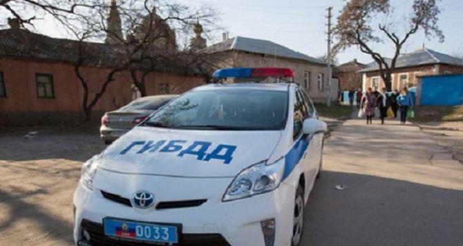 Два сотрудника ГИБДД в Стаханове попались на взятке