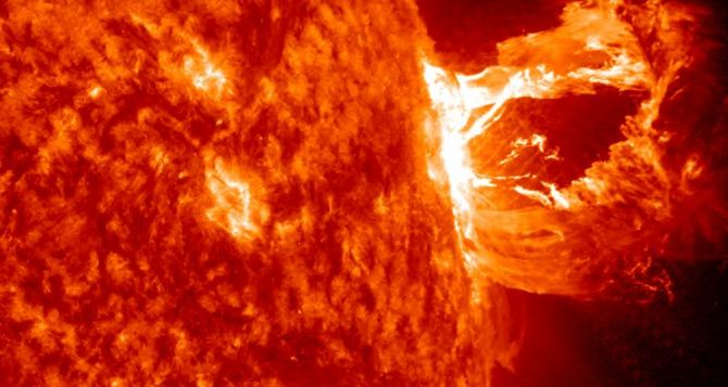 На Солнце снова произошла мощная вспышка