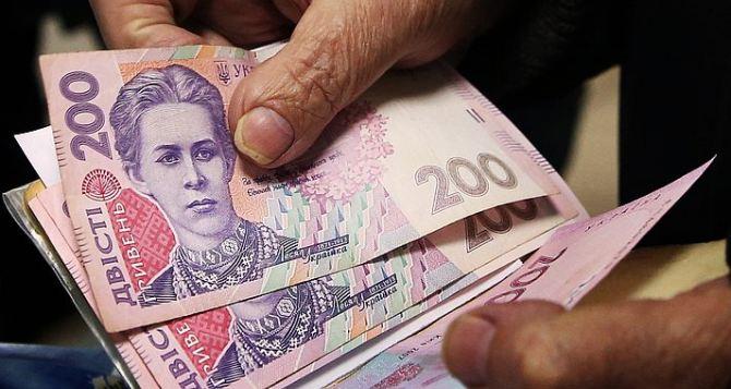 Кабмин разрешил переселенцам получать пенсии в любом банке и отменил некоторые проверки