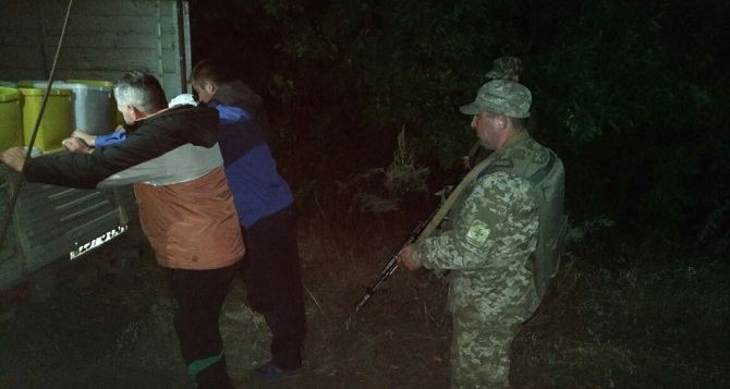 Луганские таможенники задержали группу украинцев стоннами меда уграницы сРоссией