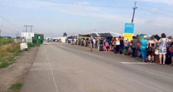 На КПВВ Майорск под обстрел попали мирные жители