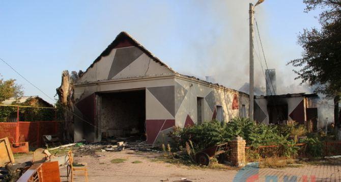 Сегодня утром под обстрел попал пригород Луганска (фото)