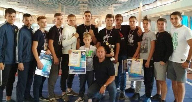 В Луганске состоялся турнир по боксу (фото)