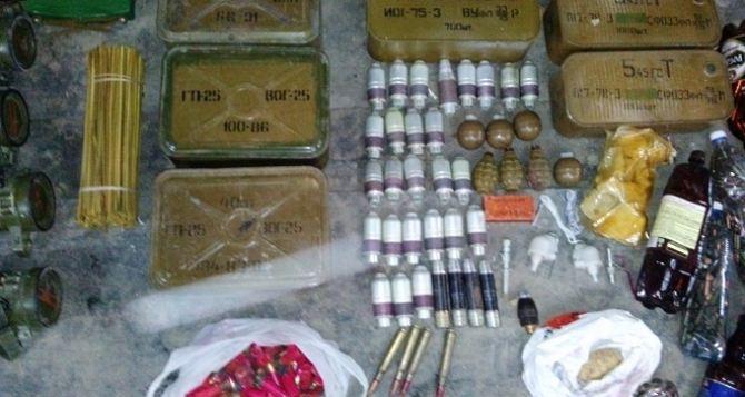 В Пионерском у местного жителя обнаружили внушительный «схрон» оружия (фото)