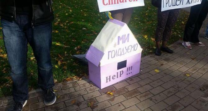 Чем закончился протест переселенцев под посольством США в Киеве