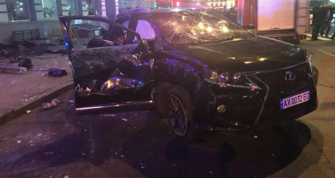 Автомобиль въехал вгруппу людей вХарькове: 6 человек погибли