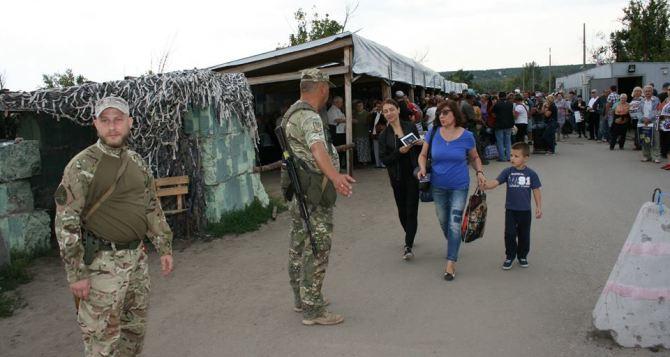 Пункт пропуска в Станице Луганской за сутки пересекли 5985 человек