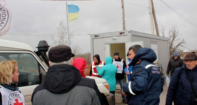 На пункте пропуска в Станице Луганской появился современный медицинский модуль (фото, видео)