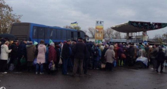 Пункт пропуска в Станице Луганской за сутки пересекли 7047 человек