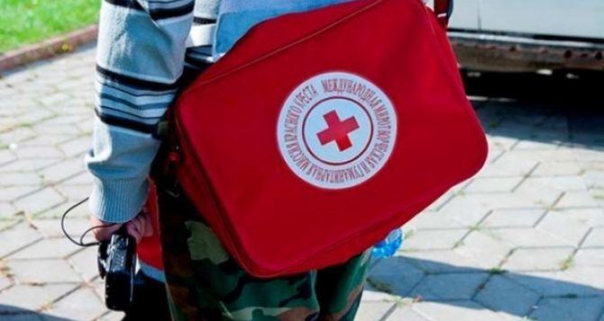 На Донбасс прибыли 14 грузовиков гумпомощи от Красного Креста