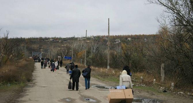 Пункт пропуска в Станице Луганской за сутки пересекли 7320 человек