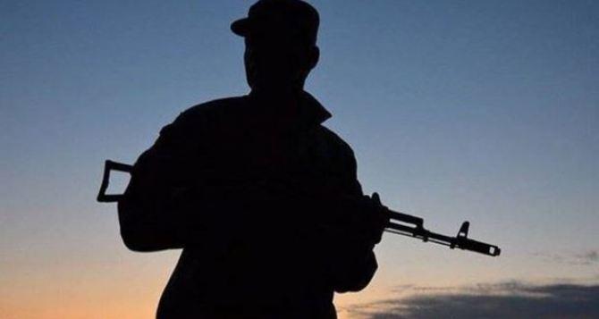 В Попасной пьяные военные стреляли из автомата в пенсионерку