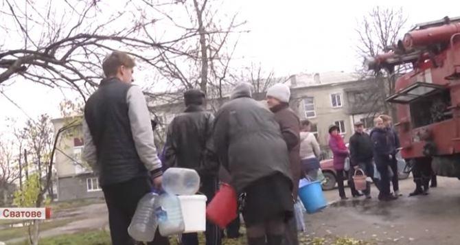 Местные жители возмущены: Кременная и Сватово вторые сутки без воды (видео)