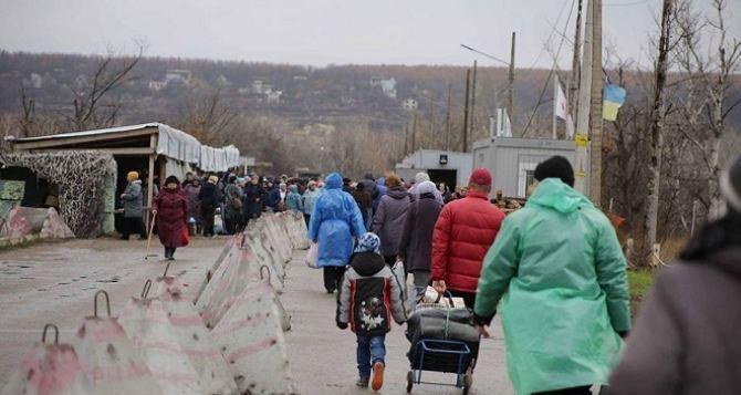 Пункт пропуска в Станице Луганской за сутки пересекли 8435 человек