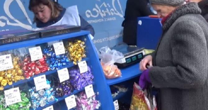 Донецкая ярмарка: что продают на площади Ленина в столице самопровозглашенной ДНР (фото)