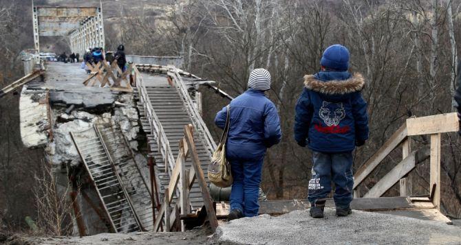 Пункт пропуска в Станице Луганской за сутки пересекли 7585 человек