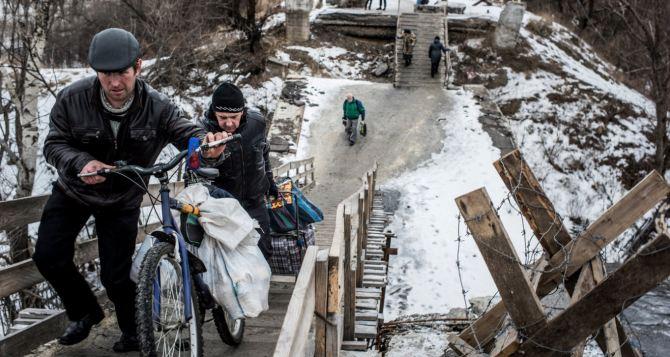 Пункт пропуска в Станице Луганской за сутки пересекли 8077 человек