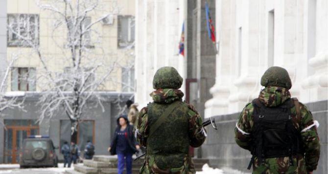 Занявшие Луганск военные усилили «охрану» здания, где находится Плотницкий