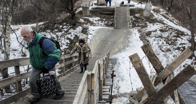 Пункт пропуска в Станице Луганской за сутки пересекли 7550 человек