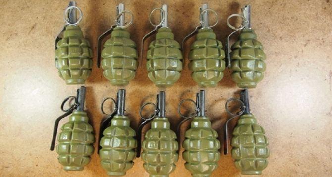 В Луганске в кв. Якира обнаружен пакет с гранатами