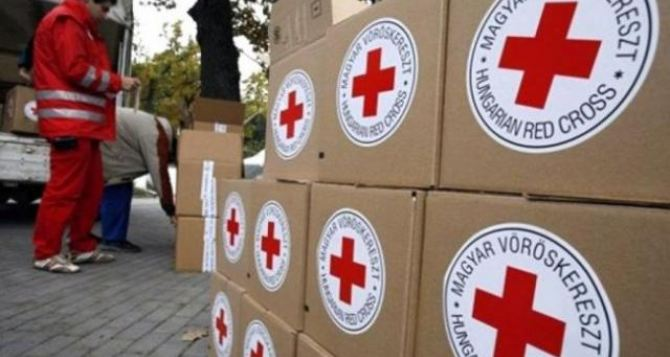 За двумя зайцами. Почему Красный Крест и ООН прекращают гуманитарную помощь Донбассу