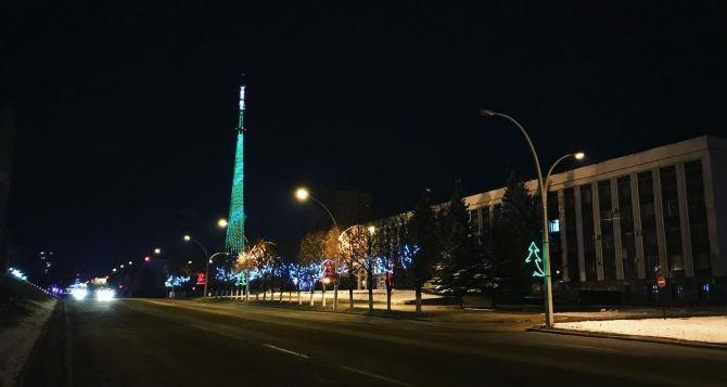 В Луганске продолжают выдачу новогодних подарков, в том числе и детям зарегистрированным за пределами Луганска