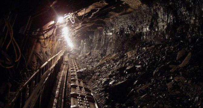 Шахты Луганской области за год сократили добычу угля на 66,5%