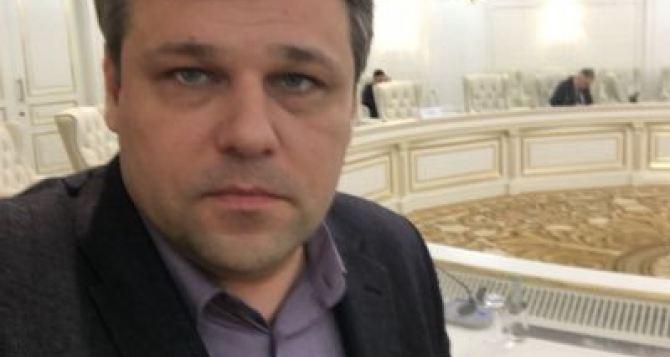 Курт Волкер путает причину и следствие, предлагая расформировать Республики Донбасса