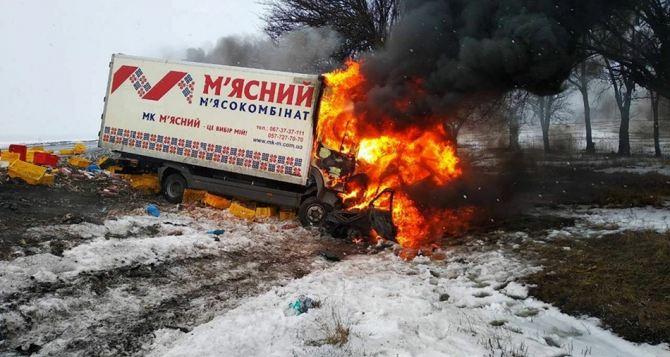 На трассе Киев-Луганск жуткая авария. Трое погибших, трое травмировано