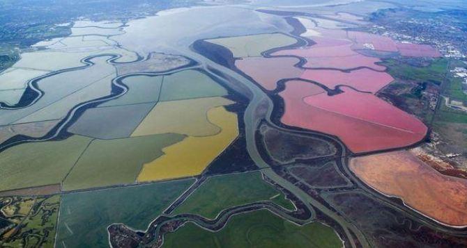 Разноцветные озера планеты