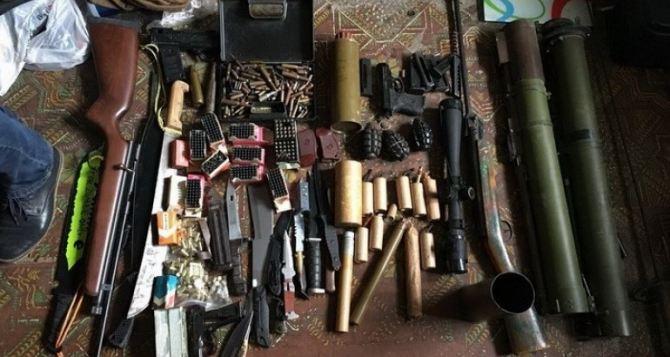 В Одессе СБУ блокировала сбыт оружия и боеприпасов из зоны АТО